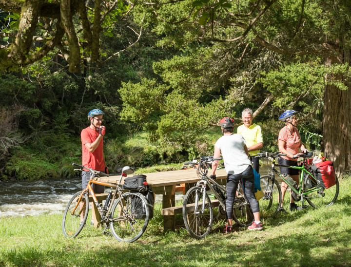Picnic at Snows Farm by the river on the Twin Coast Cycle Trail